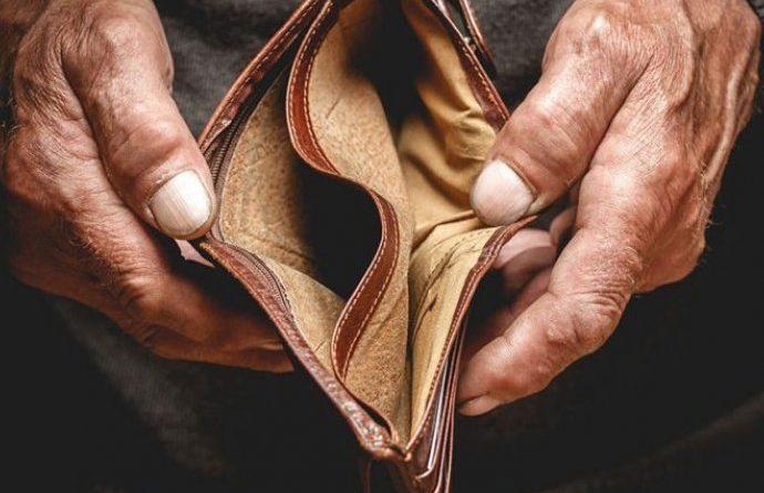 ODMAH IZBACITE: Mnoge žene nose 1 stvar u torbi, a privlači siromaštvo